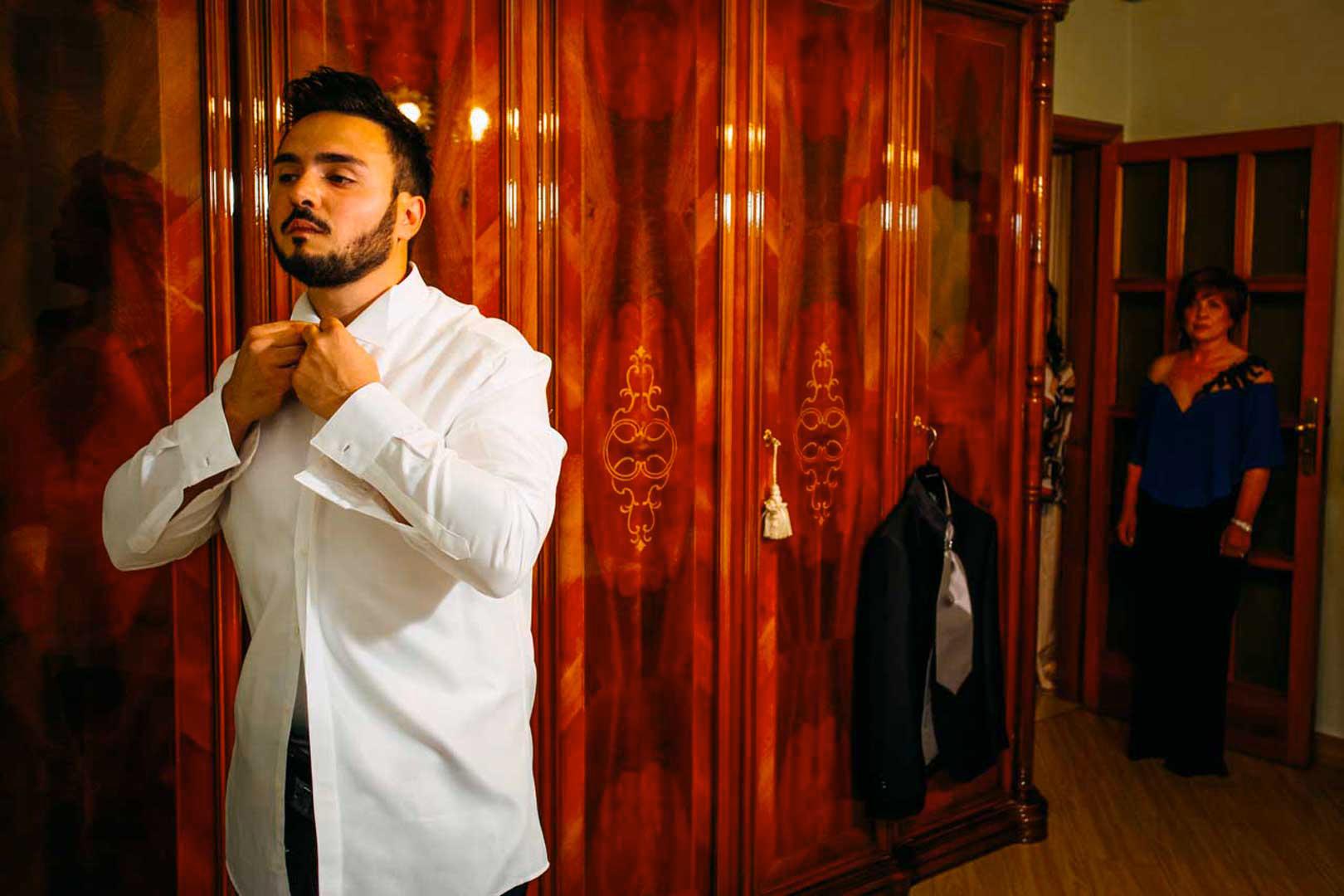 002-vestizione-sposo-gianni-lepore-wedding-photographer
