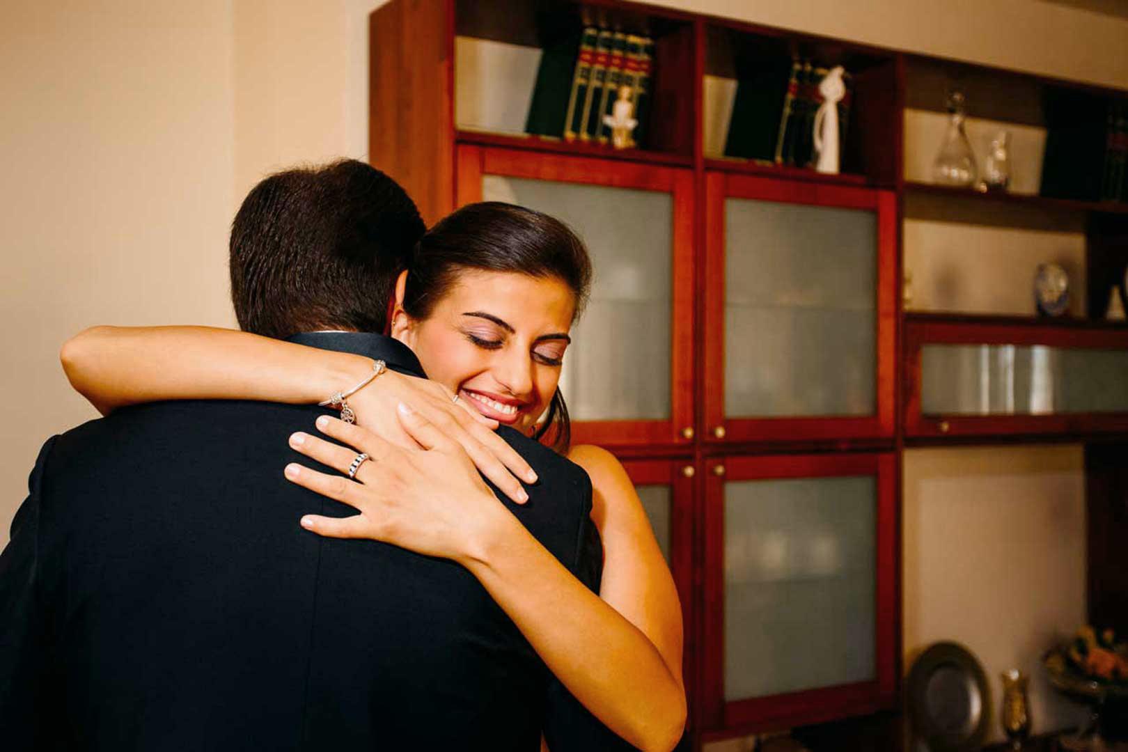005-abbraccio-emozione-matrimonio-gianni-lepore-fotografo