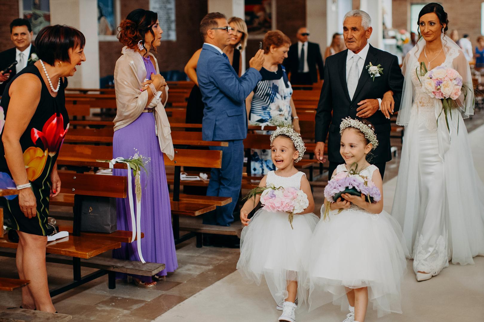 10 gianni-lepore-fotografo-matrimonio-sansevero-entrata-chiesa-church