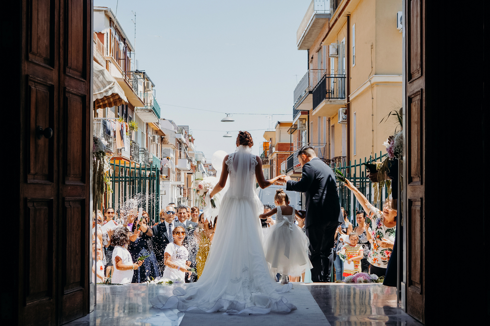 14 gianni-lepore-fotografo-italia-matrimonio-uscita-chiesa