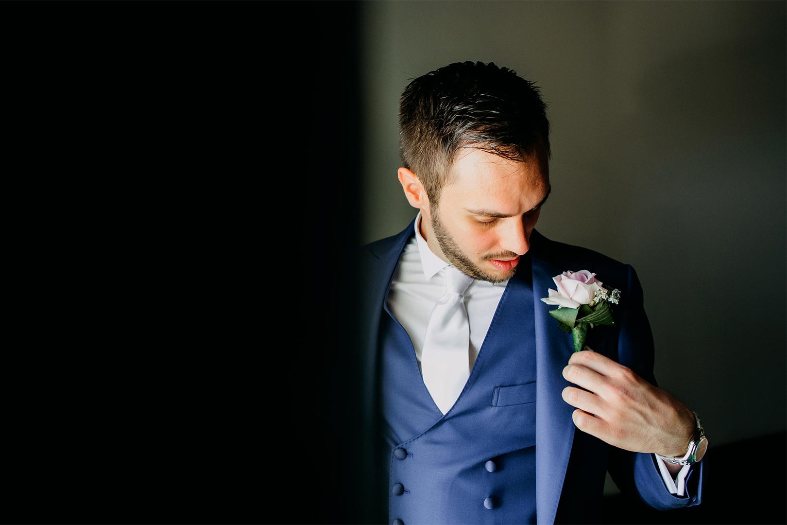 14 gianni-lepore-fotografo-sposo-groom-ritratto-matrimonio-abito-fiore