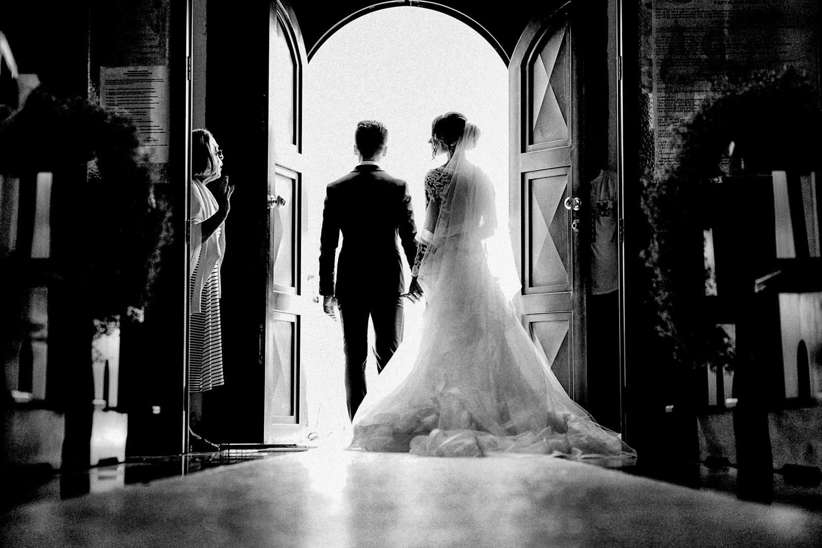 18 gianni-lepore-uscita-chiesa-sposi