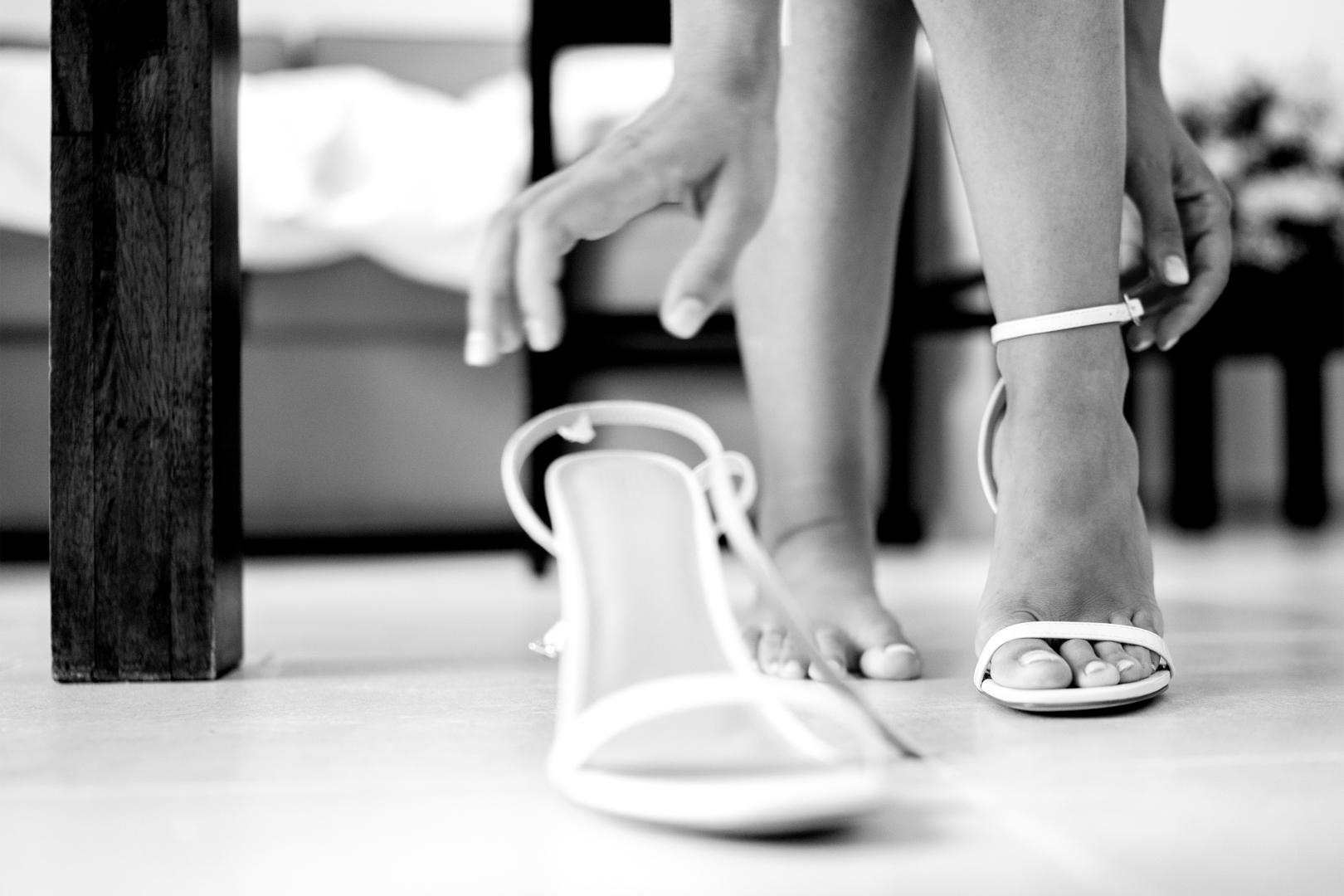 19 gianni-lepore-allaccia-scarpe-sposa