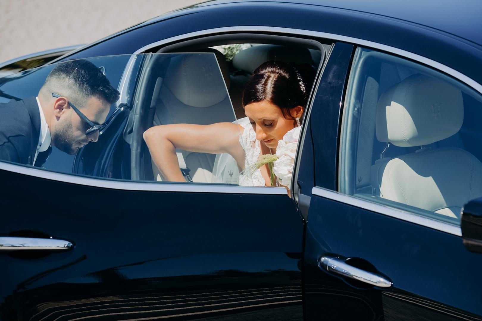 20 gianni-lepore-fotografo-auto-sposi-arrivo-sala-groom-bride