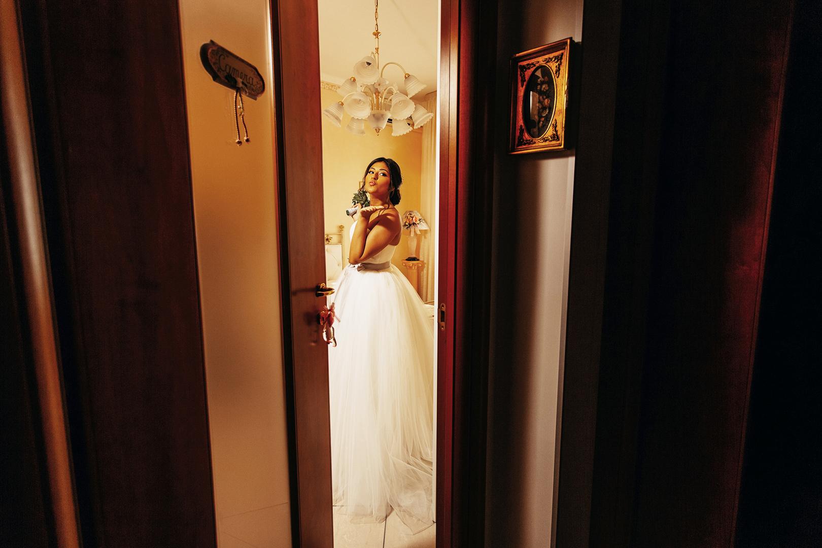 21 gianni-lepore-sposa-casa-bacio