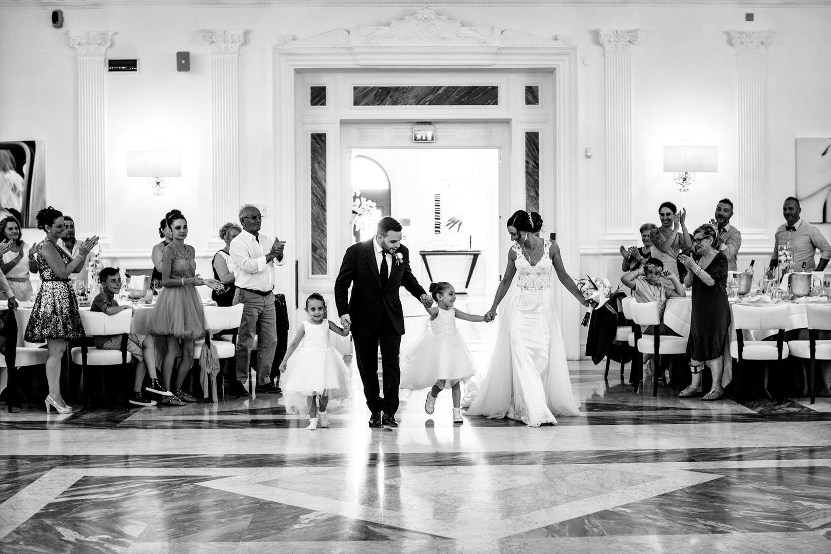 23 gianni-lepore-fotografo-new-lions-entrata-sala-figli-famiglia-weddingday