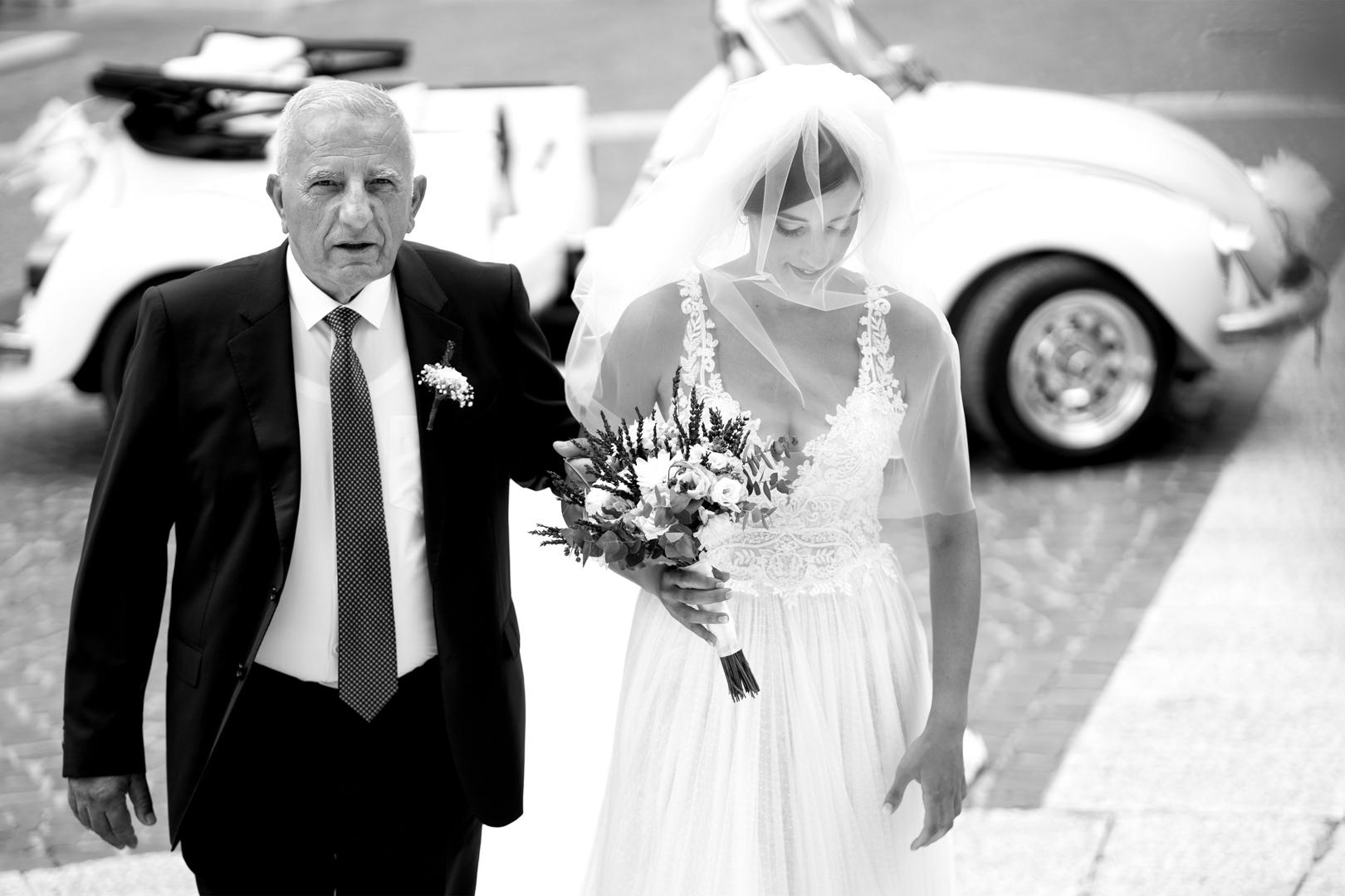 26 gianni-lepore-papà sposo-chiesa-entrata