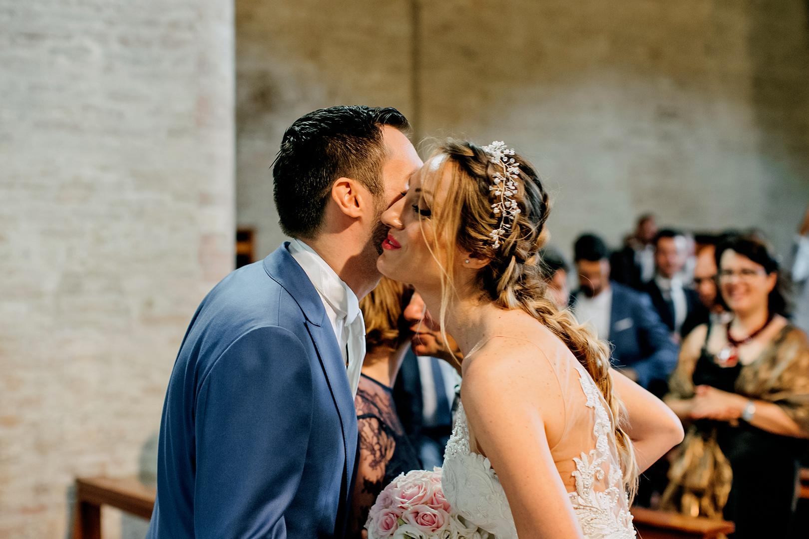 28 gianni-lepore-fotografo-matrimonio-silvi-sposi-bride-groom-incontro-chiesa