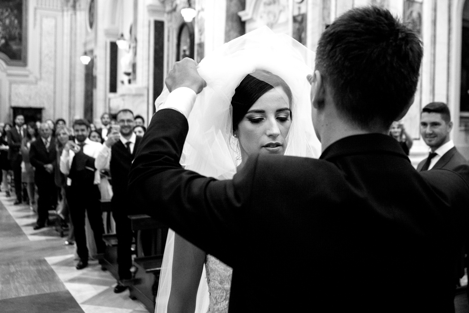 28 gianni-lepore-sposo-alza-velo-chiesa