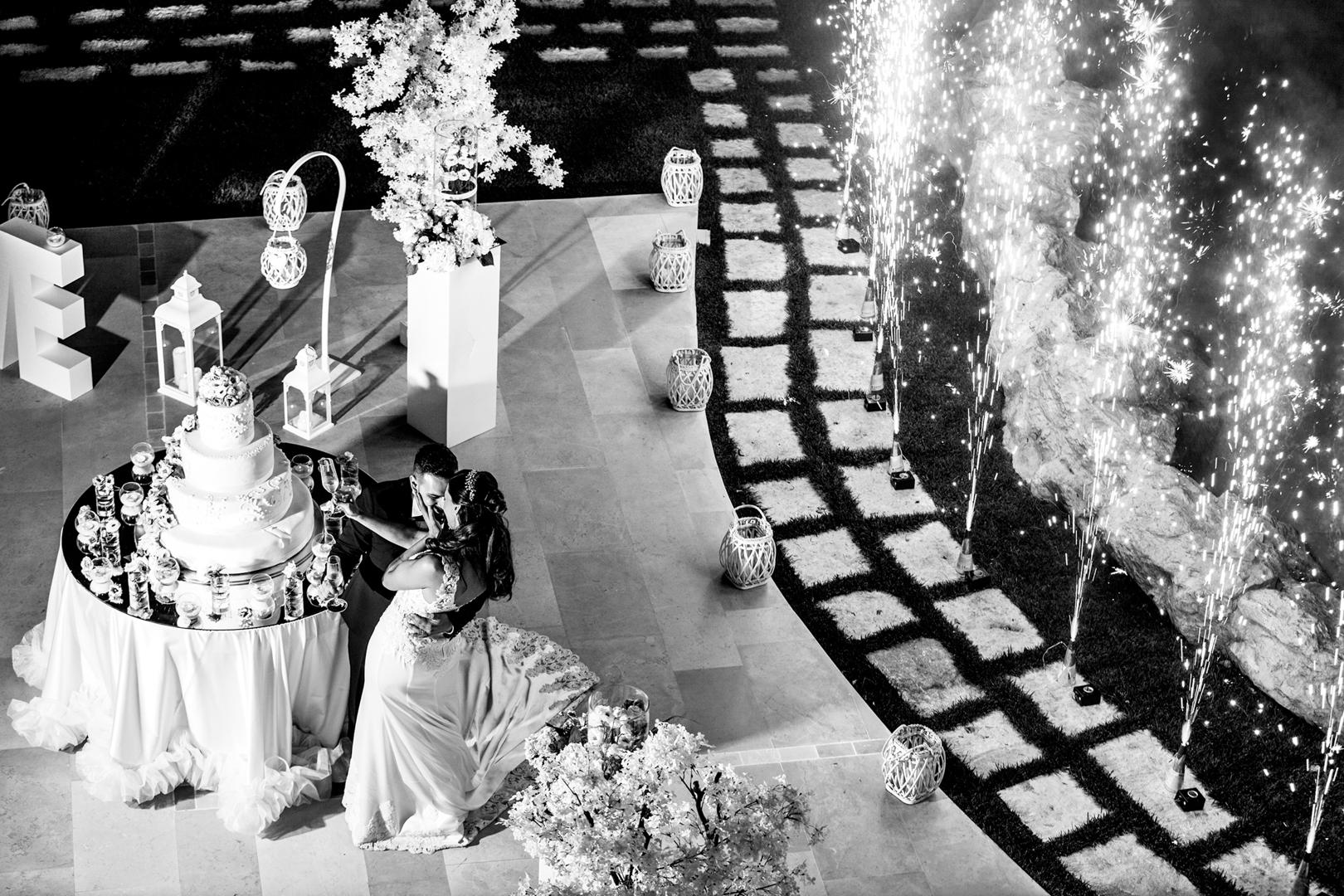 37 gianni-lepore-fotografo-sposi-torta-reportage-taglio-groom-bride-weddingitaly