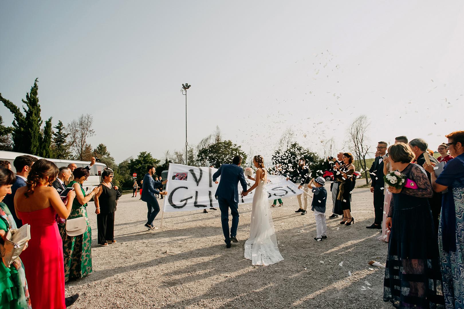 39 gianni-lepore-fotografo-matrimonio-uscita-chiesa-sposi-silvi