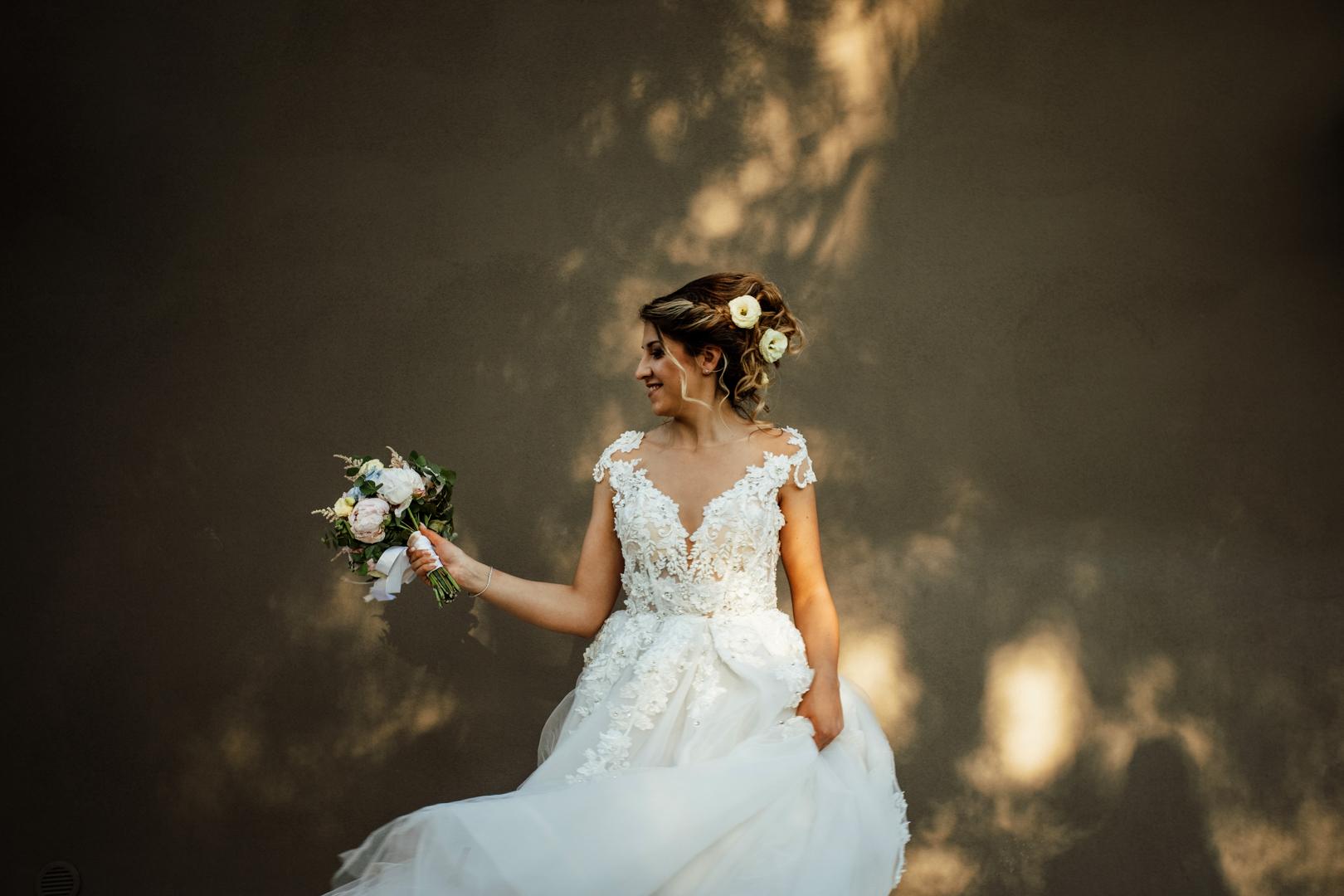 40 gianni-lepore-bride-bouquet-dress