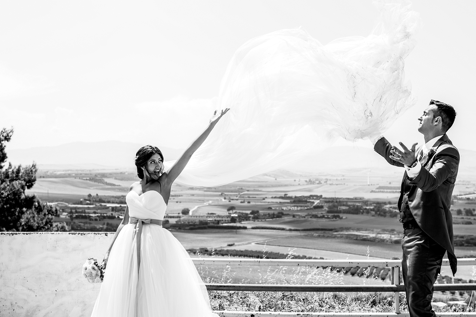 47 gianni-lepore-bianco-nero-castello-lucera-belvedere-sposi-bride-groom-