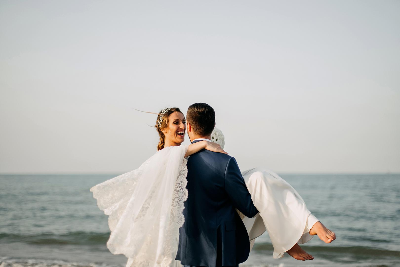 48 gianni-lepore-fotografo-sposi-bride-groom-mare-lungomare-silvi