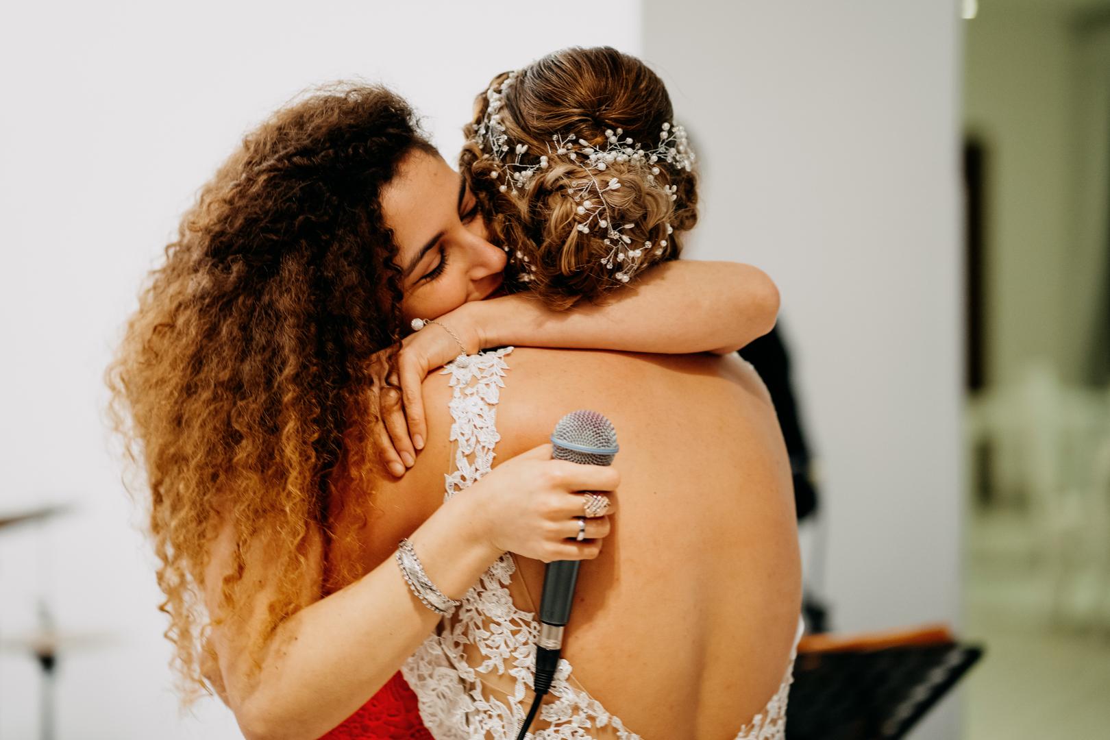 54 matrimonio-mare-amica-testimone-emozioni-abbraccio-gianni-lepore