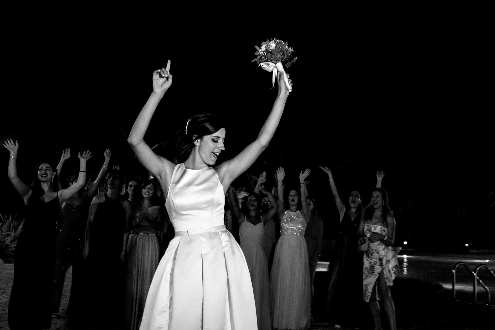 55 gianni-lepore-lancio-bouquet-sposa