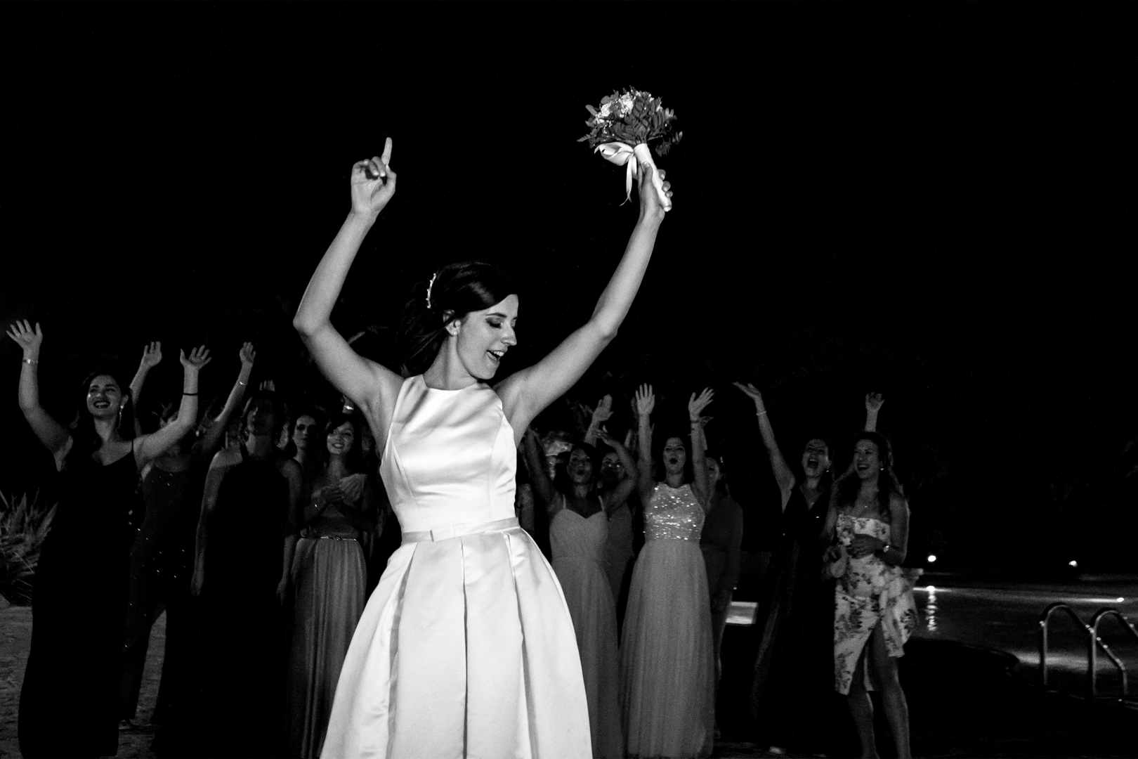 55 gianni-lepore-sposa-bouquet-piscina