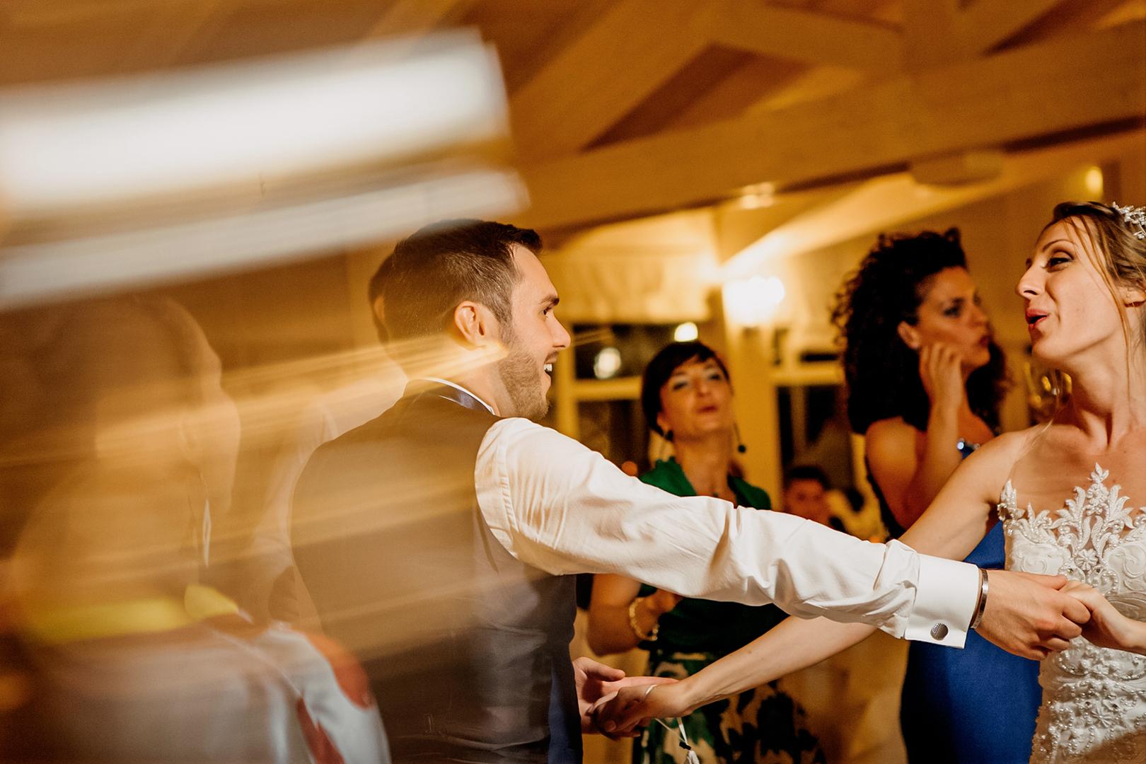 56 gianni-lepore-fotografo-matrimonio-sposi-ballo-amici-invitati-parenti