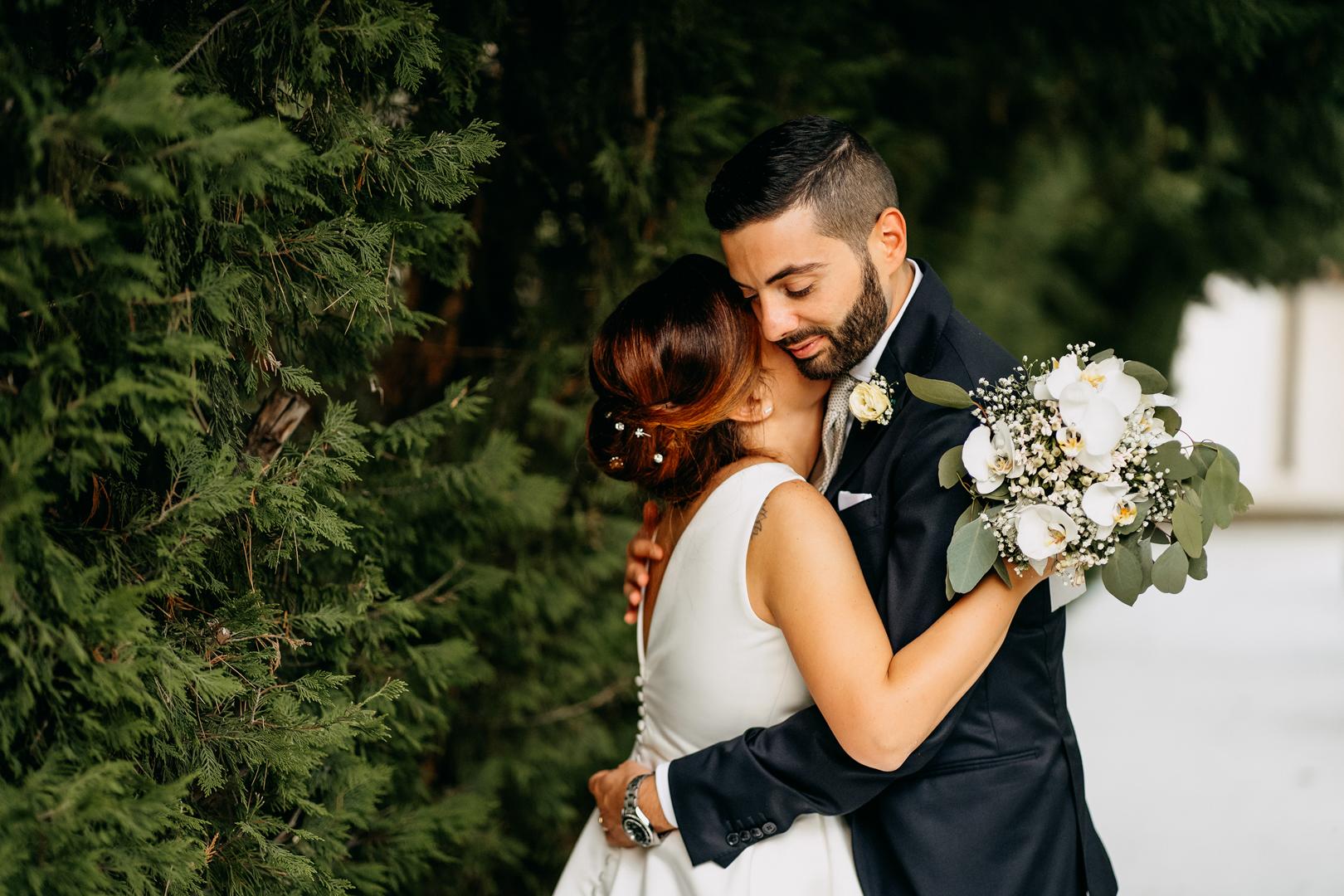 72 gianni lepore-sposi-abbraccio-esterna